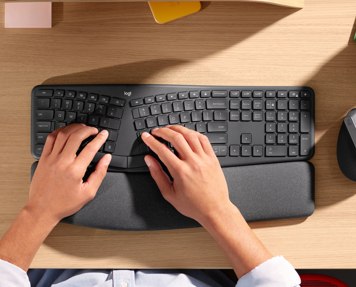 Natural typing postures with ergonomic keyboard