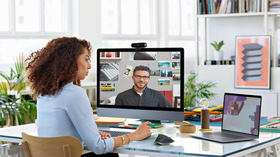 A women in video conferencing with logitech products
